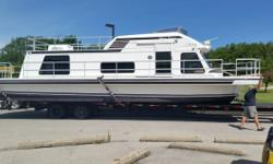 2002 Gibson Sport Series 41 House Boat This Houseboat is in excellent condition comes fully equipped. It is well maintained with logbooks owners operating manuals vinyl padded control panel main controls and flying bridge controls a black canvas bridge