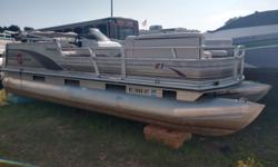 2002 Tracker Party Barge 21 Needs interior, runs great!!