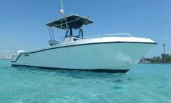 This is the perfect Florida boat! Mako, one of the legendary offshore center console builders, designed the 252 for not only fishing, but diving or a full day just cruising with friends. Features include a huge live well, built in fish boxes and removable