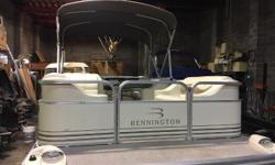 The value-priced Bennington II 207L is built with the same attention to quality and detail as high-end boats. This pontoon boat comes standard with rotocast seat bases, a deluxe helm seat with slider, plush upholstered corner chaise lounges, extended