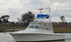 JUST REDUCED $10,000 for this very economical 28 Heriques Express.This 2004 28' Henriqueshas 750 hours on twin YANMAR 4LHA-DTP 200 HP Diesel Engines! Priced to sell quick and in the days of high prices at the fuel pump, dont miss this
