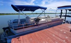 2005 Harris FloteBoat Super Sunliner 250LX TriToon 2005 Suzuki DF140 Engine (211 Hours) 2005 Trailer Included Location: Isle of Hope, GA This 2005 Harris Flote Bote Super Sunliner 250LX Tri-Toon powered by a 2005 Suzuki DF140 Engine (211 Hours) is in nice