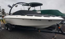2005 Malibu 23 LSV PERFECT PASS, UPGRADED BALLAST SYSTEM, UPGRADED STEREO SYSTEM WITH SPEAKERS AND LIGHTS ON TOWER, LOW HOURS!! Hull color: White