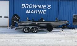 """The revolutionary center dual console layout of the 20'2"""" NITRO 911 CDC permits 360-degree fishing around the boat. The extra-wide hull (98"""" beam) permits four-across seating. It?s tournament ready, featuring the high-peformance PerforMax hull structure,"""