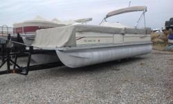 INCLUDES IN SEAT STORAGE, JENSEN RADIO WITH CD AND AUX, COVER, AND BIMINI TOP!!!! Nominal Length: 22'