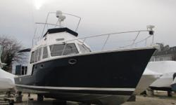 """The Island Pilot 395 was dubbed a """"Crossover Trawler"""" or """"Fast Trawler"""" since her twin 350HP Volvo Diesel Motors with Duo-Prop outdrives can push her to 32+ Knots. With its Bow Thruster a child could dock this boat. Island Pilots were built strong and"""