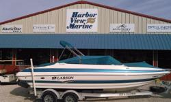 2006 Larson LXi 228 in Pensacola, Florida This Luxurious 23 foot Bowrider is powered by a 270 hp Volvo 5.0 GXi with a Volvo SX 1.60 outdrive. The boat has plenty of comfortable seating with dual captain chairs and a 10 passenger capacity. It has a depth