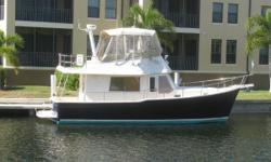 This Mainship 34 Trawler is among the favorite couple's trawler for short and long range cruising. You'll be catching everyone's eye with this beautiful blue hull. The 34 Trawler model has all the comforts of larger trawlers with the efficiencies of a