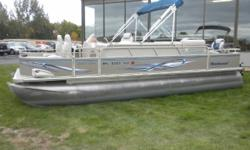 2006 Northwood Vision 2225 Pontoon & 60HP Mercury 4-Stroke EFI Outboard. Motor Runs Great! This Four Corner Fishing Pontoon Features, Two Comfortable Front Reclining High Back Swivel Seats, Wrap Around Bench Seating With Lots Of Storage, Sun Deck With