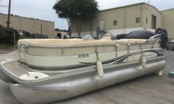 07 Bennington 2275 rl with 115 Evinrude E-TEC motor with 135 hours. Boat has been dry stored the past 4 years. Fresh water boat. Some ulphostery issues on top of seats. Priced well below book value. This boat does not have a trailer. Delivery to local