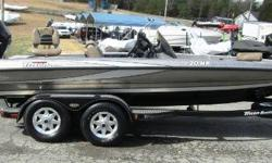 Get ready to move some water with this 20ft Triton 20HP, powered by a Mercury 250 Pro XS. This boat comes tournament ready and loaded with features. Equipped with a Humminbird 1198C fishing system and a Lowrance HDS 7 at the console, a Lowrance HDS 9