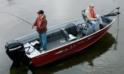 The Pro Guide's squared off transom allows for optimum back-trolling and impeccable control. Rough waters are championed by this boat. We've designed this series with one word in mind - BIG. There's nothing this boat lacks, from its livewell, to its deck