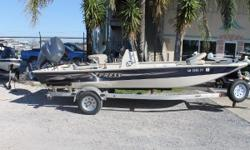 Location: Marrero, LA, US XPLORER CC SERIES Xpress Xplorer CC Bay Boats are designed to be tough, period. Capable of running shallow, deep in the marsh chasing giant gators or with full throttle confidence in open water with sports car performance. Fresh