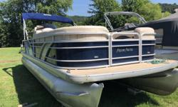 Just traded in! Luxurious boat boasting 17 person capacity! Aft bar stools, Fusion stereo, plenty of lounge seating, raised helm, vinyl flooring w/ sea-grass snap in floor covers. Powered by 115 hp Yamaha four stroke EFI. Priced to sell fast! Don't let it