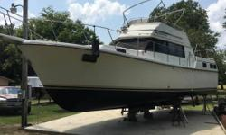 1983 Carver Yachts 36 Mariner This nice 1983 Carver Yachts 36 Mariner 350 crusader 1 engine It has water in the oil I pull it out but needs somebody who can put it in I have the new engine but I just dont have the time for myself Two bedroom two bathroom