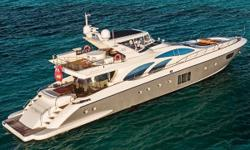 Owner Motivated ! Make an offer ! The Azimut 100 Leonardo is incredibly generous in terms of the size of the spaces, degree of comfort, level of service, and profusion of elegance: the Azimut 100 Leonardo expresses everything that a Boat owner could asks