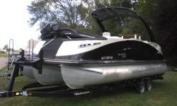 2014 MERCURY 300HP VERADO2014 YACHT CLUB TANDEM AXLE TRAILER Engine(s): Fuel Type: Gas Engine Type: Outboard Quantity: 1