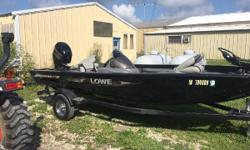 A very well kept Stinger 175 with a Mercury 60 EFI 4 stroke engine. The engine has 115 hours recorded. It is packaged with a Motorguide pro series 54lb trolling motor with carpeted recessed foot pedal. Lowrance Elite 5 HDI located on the bow. 2 livewells
