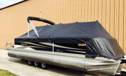 This trade-in, late model, Tri-toon boasts great options and a popular layout. The V-toon design has a larger center tube allowing her to ride similar to a v-hull boat. Add to that the Evinrude 150HP and full length lifting strakes for even better