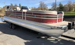 """Beam: 8 ft. 6 in. Fuel tank capacity: 21 Max load: 2470 Standard features: 25"""" tubes 9' Bimini top (8' 3"""" - 160) Durango carpet Premier Signature series helm chairs & couches Changing room (port side) (RE) Mirage changing room (SL) Slim table (SL) Round"""