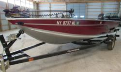 2016 Alumacraft Classic 165 CS The Alumacraft Classic 165 CS, 2016, features a side console and compartments to satisfy every fisherman's needs. ? Minn Kota Trolling Motor (55 PD, 12 Volts) ? Lowrance Elite 3X graph ? Three Foldable Seats ? Yacht-Club