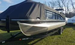Blackout pkg, twin elliptical pontoons, with 115hp Yamaha SHO The R Series performace pontoon boats from Bennington Get away in style and in keeping with your goals to experience the very best. The Bennington R Series of performance pontoon boats offers
