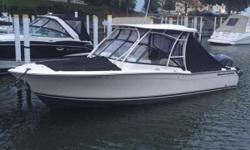 Used for one summer only, this 27-foot bowrider is ready to have some fun in the sun!! Take the family out Grady-White's 275 Freedom and enjoy your summer! Complete with an enclosed head, ample seating, and a cockpit wet bar for added comfort.