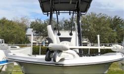 """https://www.boatplacenaples.com/used_boats/2017-epic-23sc-used/ 2017 Epic 23SC Powered By A Suzuki DF200ATX2 Suzuki Outboard Motor, Equipped With T-Top, Jack Plate, Fishing Chair, Captain Seats, Dual Simrad 7"""" Screens, VHF Radio, Trim Tabs, Stereo, Swim"""