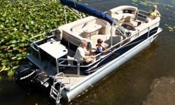 The SunChaser fish series makes it easy for your family to enjoy a day of fishing or an afternoon of cruising in style and comfort. Pontoons make great family fishing boats. The space offered by our fish models gives everyone plenty of room to move. No