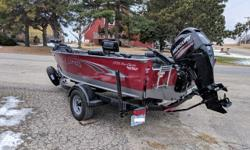 Mercury 60 hp 4 stroke-13 hrs with big tiller handle, RPM adjuster, Air ride pedestals, Travel cover, 80# Ulterra Ipilot, Helix 12 SI Beam: 7 ft. 9 in. Fuel tank capacity: 19 Speed max: 43