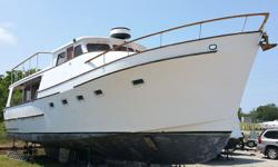 Lina Vida is a classic Ocean Alexander Pilothouse trawler. She has a solid fiberglass hull and superstructure and the Portuguese bridge surrounding the pilothouse is quite distinctive. Luna Vida's interior features a wide-open salon and galley on the