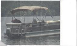 Let the newly redesigned R series transform your days on the water - Bennington style. With standard features like 28oz. plush carpeting, floor lighting, upholstered gate panels, a one piece fiberglass console with a soft touch vinyl top and rich wood