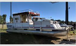 Actual Condition This fresh water, used, pontoon boat is in good cosmetic condition for her age. She was run from the dock to ramp at pick up. The hulls appear to be in good shape. Make an offer! *We always encourage potential Bidders/Buyers to view the