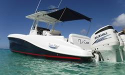 THIS BOAT IS LOCATED IN GUADELOUPE Powered by triple 300hp Suzuki 2015 outboards that were installed in June of that year. 200 hours. 110 V circuit Circuit 12 V Battery charger Connection Electric windlass Trim Tabs Engine number of batteries: 3 Interior