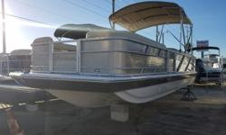 2017 Hurricane Boats (#36811) FD226RE3 PREFERRED OPTION GROUP: BOAT COVER-DARK PLATINUM, DUAL BATTERY SWITCH, CHANGING ROOM WITH CURTAIN- DARK PLATINUM HARDWARE UPGRADE PACKAGE: STAINLESS STEEL SPEAKER COVERS, STAINLESS STEEL RUB RAIL AND STAINLESS STEEL