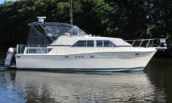 Fresh-water Chris Craft 381 Catalina. Tastefully updated and superbly maintained.This Chris Craft 381 Catalina features many interior upgrades, plus an extensive inventory of extras, combining with a spacious and comfortable floorplan to provide you with