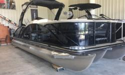 "Max Horsepower 200 hp Length 26'10"" Fuel Capacity 30 gal Max Persons 14"