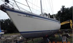 General Description The O'Day 40 is a fast cruising yacht with many innovative features. It incorporates the best of all worlds; a spacious, well-appointed interior with a comfortable and safe sailing platform that will perform well all across the wind