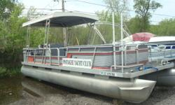 1986 GODFREY 24' SAN PAN....WITH 90HP 2 STROKE MERCURY....THE BOAT IS IN SOUND CONDITION, HOWEVER THE CARPET IS WORN AND THE SEATS HAVE SOME DETERIORATION. BIMINI IS A HARD TOP...ENGINE RUNS GOOD. $2500. Beam: 8 ft. 0 in.